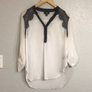 🌻Sheer roll tab tunic shirt w/ black lace detail